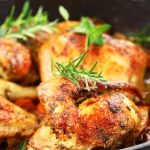 Pollo a la brasa con guarnición - 8 €